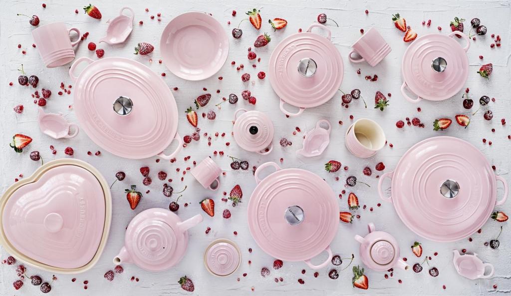 Festa della mamma, le Creuset festeggia con lo chiffon pink