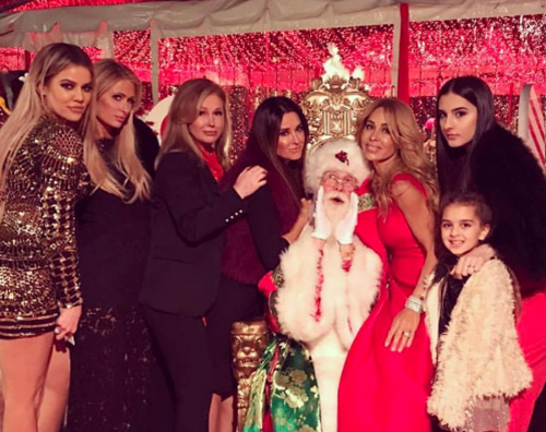 Paris Hilton e Kim Kardashian icone di glam: pace fatta a Natale!