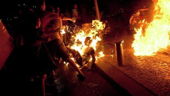 Un jeune s'immole par le feu à l'avenue Habib Bourguiba