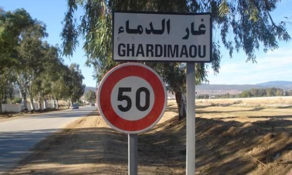Des habitants de Ghardimaou quittent la Tunisie vers l'Algérie