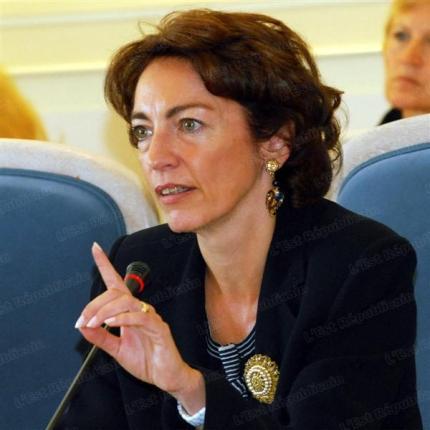 Marisol Touraine bannie l'e-cigarette des lieux publics
