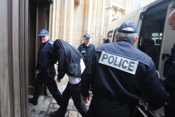 Quatre jeunes, âgés au moment des faits de 15 à 17 ans, comparaîssent à partir de mardi devant la cour d'assises des mineurs de Rouen et le tribunal pour enfants de Dieppe pour l'assassinat en mars 2012 de leur camarade Alexandre, 17 ans.