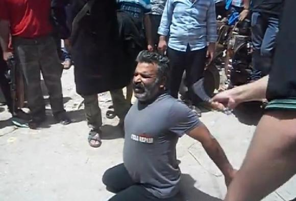 Syrie : Un père reçoit 50 coups de fouet devant le public !