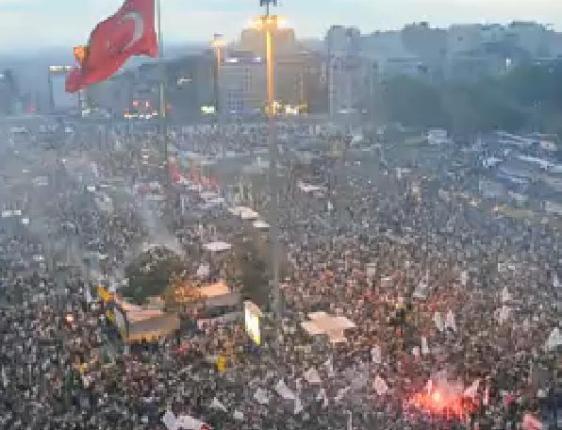 Images Inédites : Les Groupes Ultras rejoignent les manifestations en Turquie