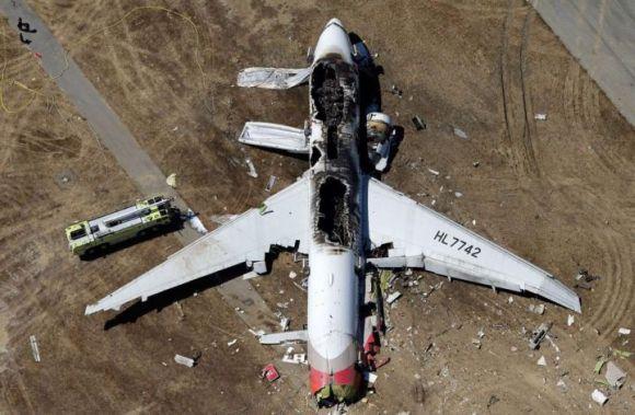 2960853_173082671-boeing-777-crashes-at-san-francisco-airport-178822-01-03