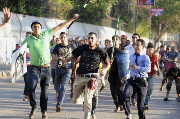 720670-heurts-lundi-pres-place-tahrir