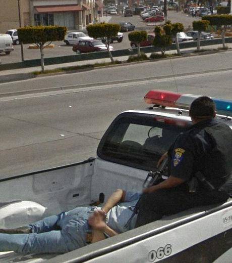 google-maps-cette-policiere-surveille-un-prisonnier-a-l-arriere-d-un-pick-up_129638_w460