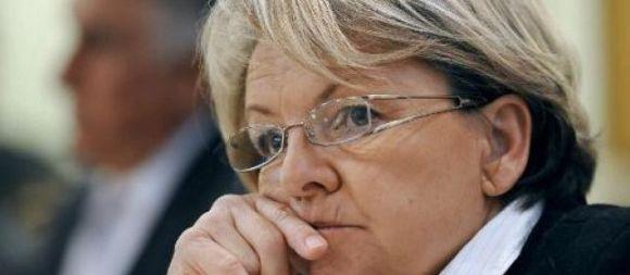 La maire de Bollène (Vaucluse), Marie-Claude Bompard (Ligue du Sud), opposée au mariage pour tous, refuse que l'union de deux jeunes femmes soit célébrée, par elle comme par un conseiller municipal, au nom de sa