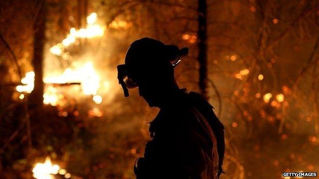 The Rim se propage rapidement incendie a maintenant atteint parc national de Yosemite.