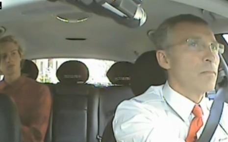 Le Premier ministre norvégien, Jens Stoltenberg au volant d'un taxi incognito le temps d'un après-midi, en juin.