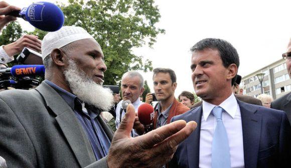 Manuel Valls veut réviser la politique migratoire de la France