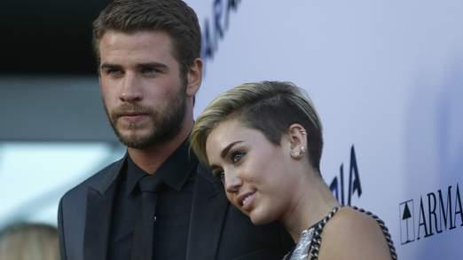 Liam Hemsworth et Miley Cyrus en photo à Los Angeles le mois dernier.