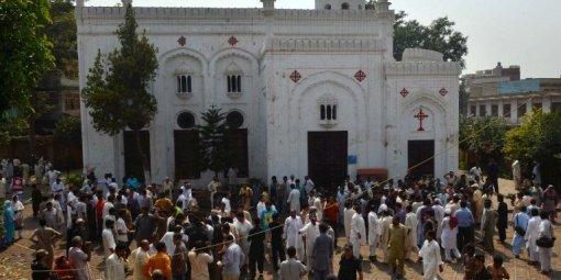 120 blessés dans un double attentat à pakistan.