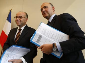 Le ministre français des Finances, Pierre Moscovici et le ministre du Budget Bernard Cazeneuve.