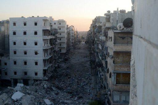 Une photo prise le 22 Août 2013 montre une rue dévastée dans le quartier Salaheddine de la ville du nord d'Alep