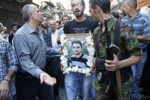 Le portrait de l'un des trois Syriens chrétiens tués dans l'ancienne ville de Maaloula, au cours de leur enterrement dans la capitale Damas le 10 Septembre 2013.