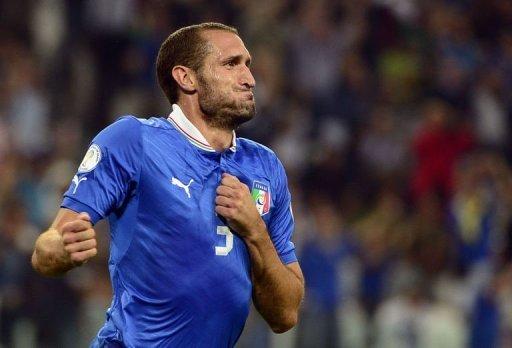 Giorgio Chiellini défenseur de l'Italie célèbre après avoir marqué lors de la Coupe du Monde de groupes de qualification match de l'Italie contre la République tchèque le 10 Septembre 2013 à Juventus Stadium. L'Italie a gagné 2-1.