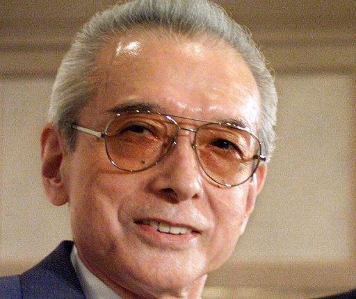 Ancien président de Nintendo Hiroshi Yamauchi (L), photographié à Tokyo 2 Septembre 1999.