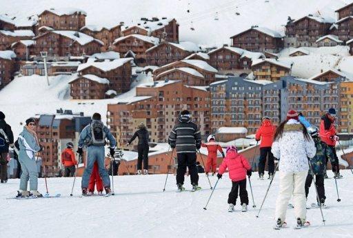 Les gens de ski à la station de ski de Val Thorens, dans les Alpes françaises, le 1er Mars 2013.