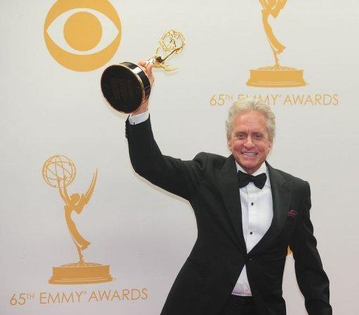 Michael Douglas célèbre remportant Meilleur acteur dans une minisérie / Film pour jouer dans Liberace »Derrière le candélabre» le 22 Septembre 2013