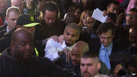 Chris Brown a été libéré de sa garde à vue