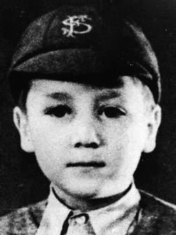 John Lennon écolier, âgé de huit ans