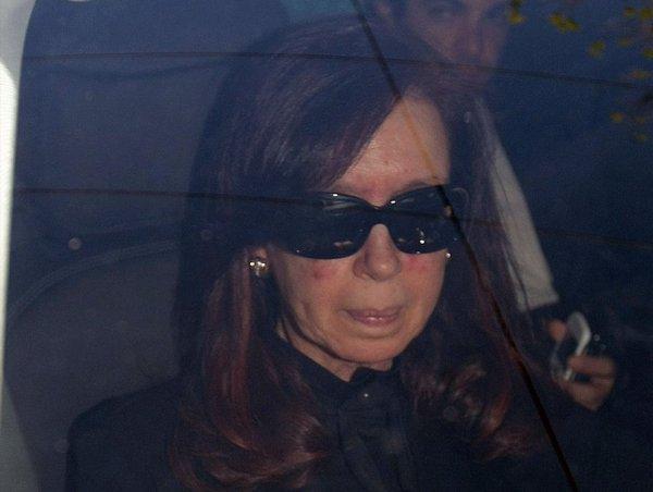 La présidente Cristina Fernandez de Kirchner arrive au clinique de Buenos Aires le 7 octobre 2013