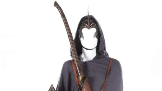 Le costume d'elfe (casque, manteau, bouclier, épée / sabre).
