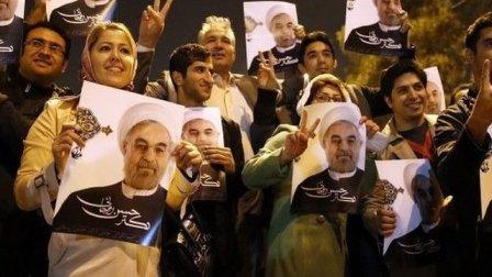 Une foule en adoration s'est réunie pour rencontrer les négociateurs iraniens