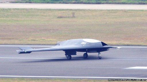 Le premier vol du drone furtif chinois