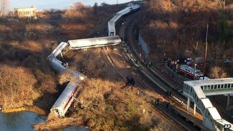 """Le train semblait aller """"beaucoup plus vite que la normale'' alors qu'il approchait de la courbe, a déclaré un passager"""