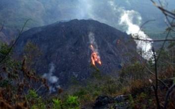éruption d'un volcan sur l'île de Java