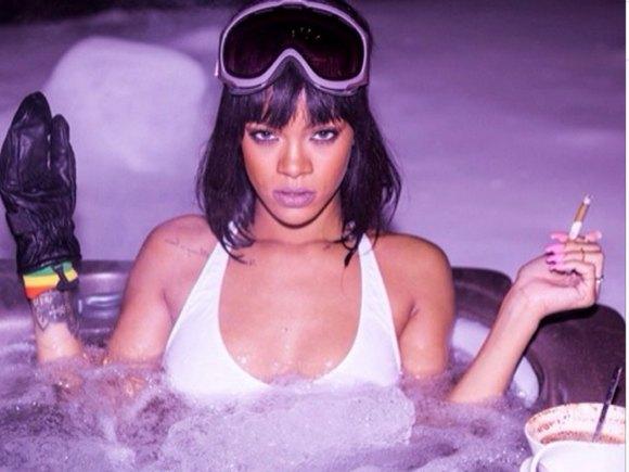 Rihanna-profite-d-un-jacuzzi-le-soir-de-son-anniversaire-le-20-fevrier-2014