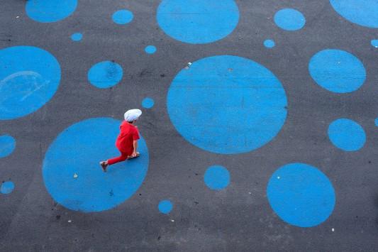 Enfant Rouge Bleu Street