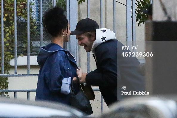 Robert Pattinson aux anges avec sa nouvelle copine
