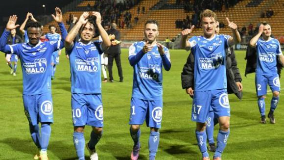 Voir la Ligue 2 en direct live : Résultats et classement Amiens, Brest, Strasbourg