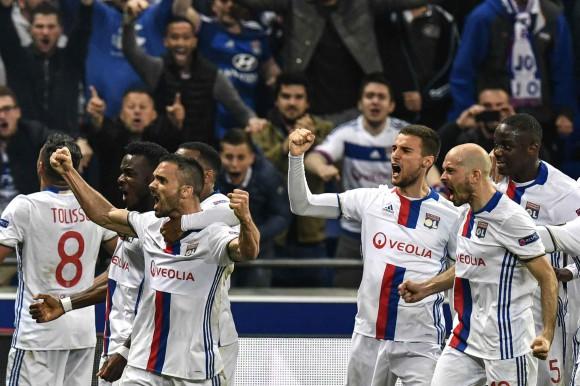 Quand et comment regarder le match Besiktas Lyon en direct live TV sur W9 : Résultat Europa League, replay buts OL