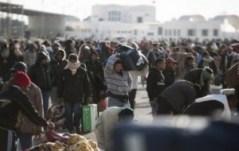 Des réfugiés en Tunisie fuyant la violence de Kadhafi