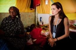 Angelina Jolie en visite à Ras Jedir