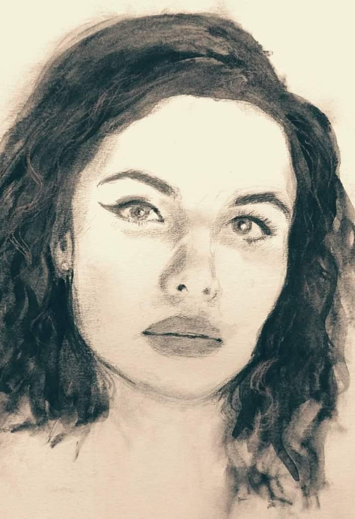 Isabella - fusaggine carboncino e matita su carta fabriano