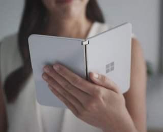 Microsoft katlanabilir telefonunu tanıttı!