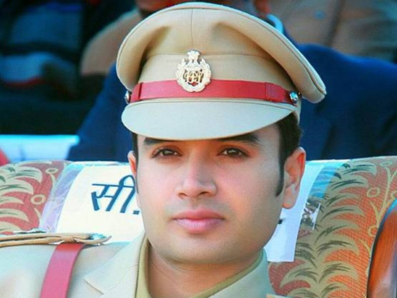 Punjab woman, social media fan of IPS officer, lands in MP to meet him