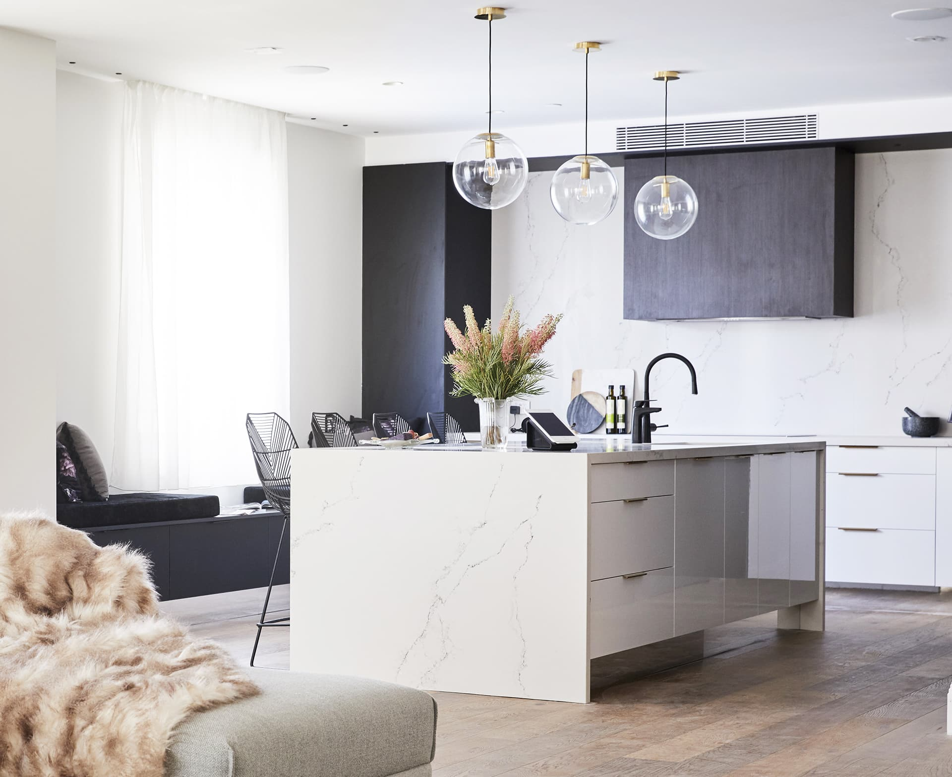what height to hang pendant lights in