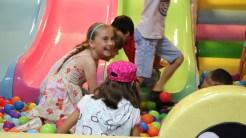 O invitație la joacă pentru copiii din Vișina. FOTO Adrian Boioglu