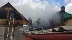 Incendiul la două case din Tulcea. FOTO ISU Tulcea