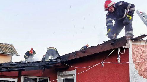 Incendiu într-o gospodărie din Murighiol. FOTO ISU Tulcea