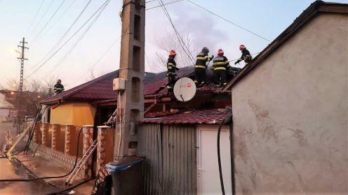 """Incendiu într-o gospodărie din Tulcea. FOTO ISU """"Delta"""""""