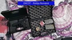 Pistol găsit la traficanții de droguri