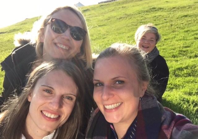 vorne v.l.n.r. Ulrike Kiesel (tmf), Jasmin Kayadelen (VDE), hinten rechts Annleyg Lamhauge (Visit Faroe Islands)