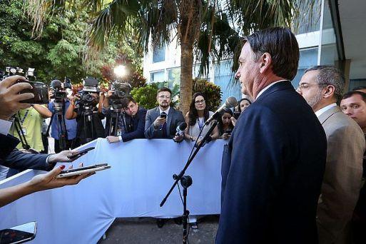 Resultado de imagem para Bolsonaro nega declaração de secretário e diz que não criará imposto para igreja